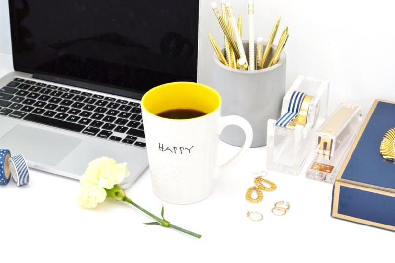 Laptop Coffee Mug Image | how to find new blog post topics