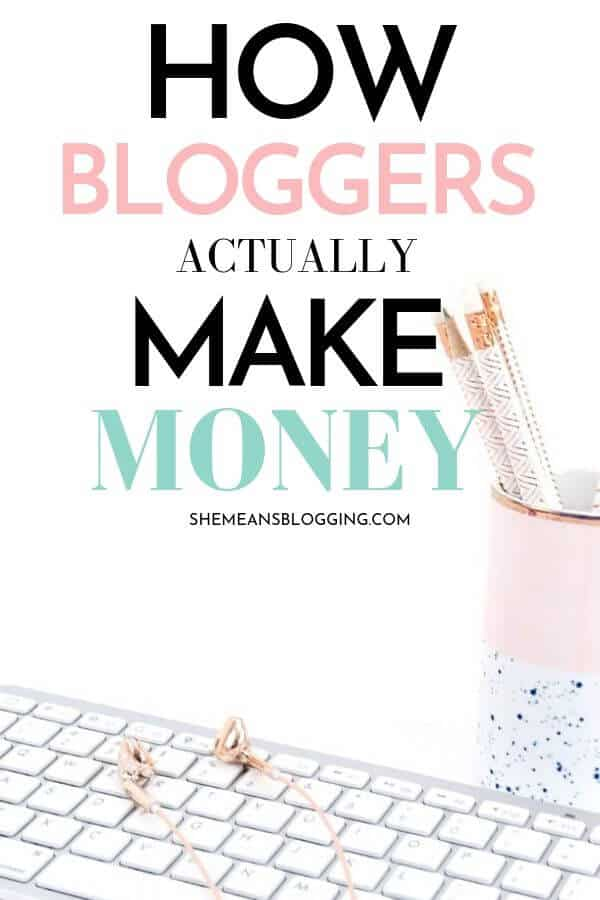 How exactly bloggers make money online? Find out the most profitable ways bloggers make money from their blogs. Click to read! #makemoneyblogging #bloggingtips #blogtips #bloggingforbeginners
