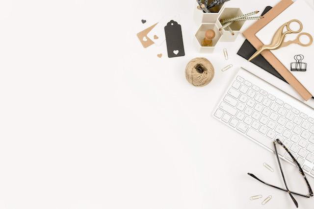 How to get your blog noticed. Laptop desktop.
