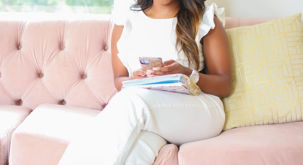 instagram story gifs ideas   Woman using phone  