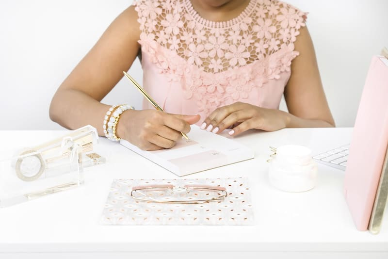 Freelance writing tips for beginners. Woman working.