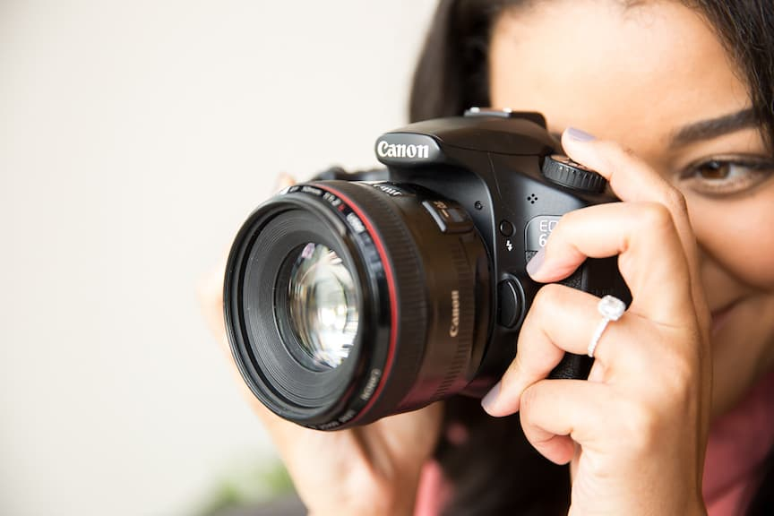 best cameras for blogging and vlogging. Women using canon camera for blogging